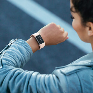 Fitnessarmband of smartwatch: wat is het verschil?