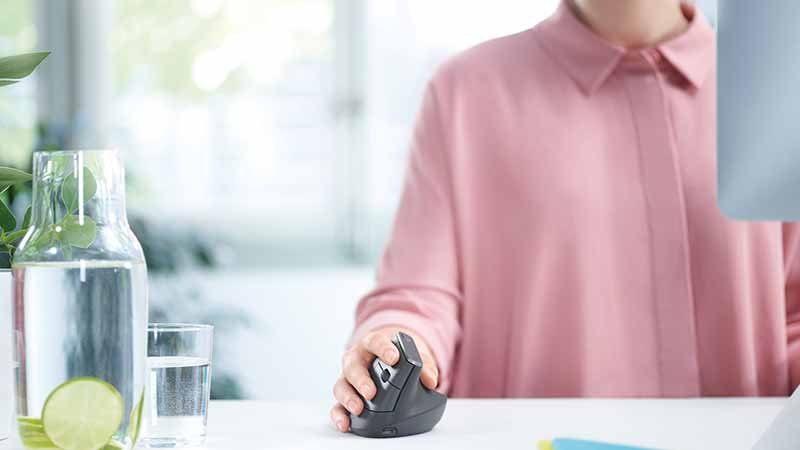 Logitech, Logitech MX Vertical, souris ergonomique, une position ergonomique sans nuire aux performances, capteur 4000 DPI